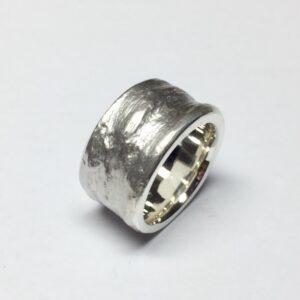 Ring aus 925/000 Sterlingsilber in Schieferoptik