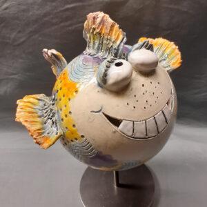 lustiger bunter Keramikfisch