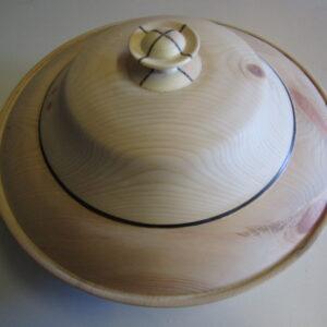 Formschöne Brotdose mit viel Volumen