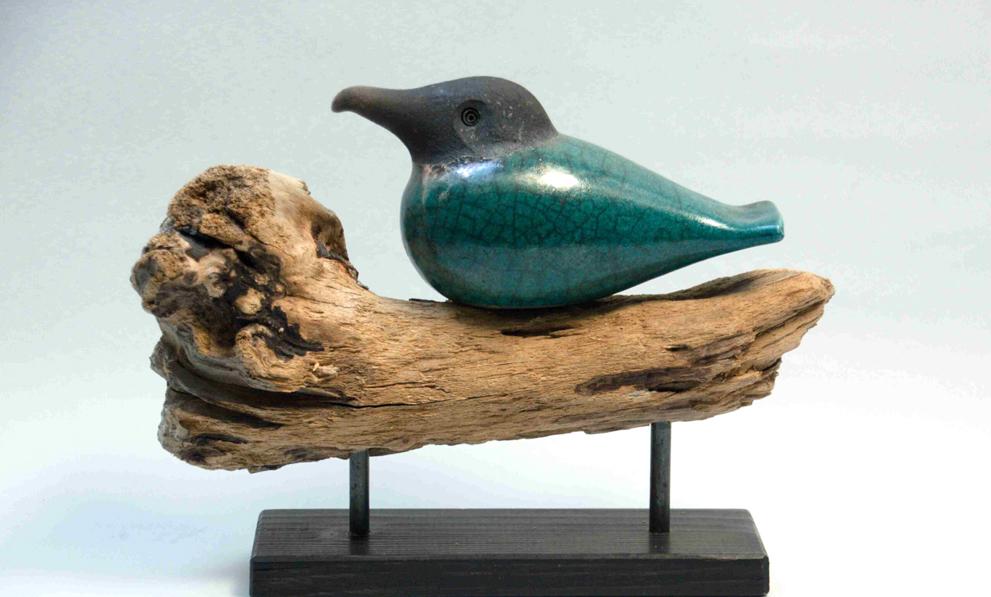Holzkunst Raku Vogel auf Treibholz