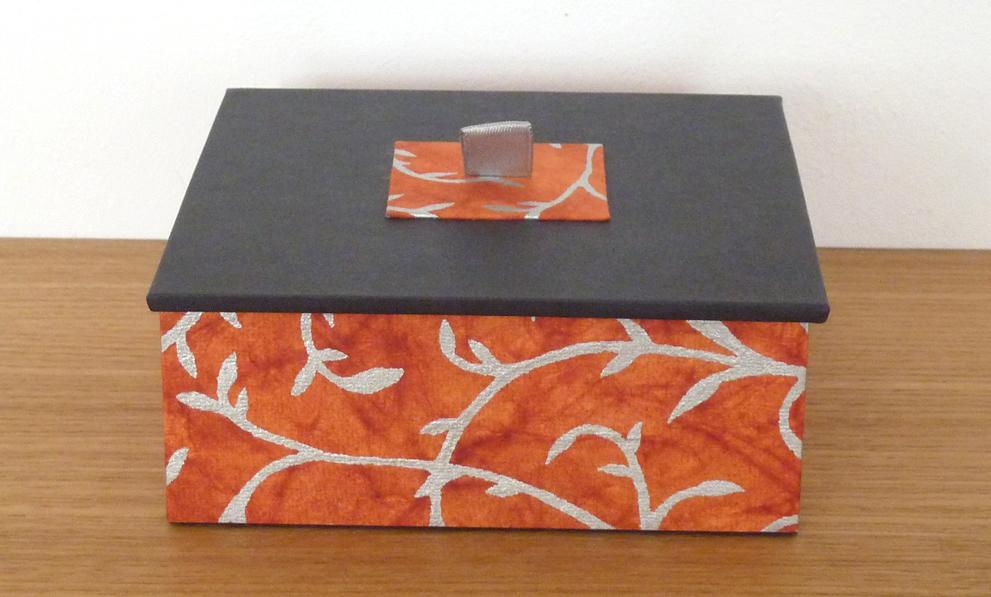Kunsthandwerk: Kasten mit Deckel