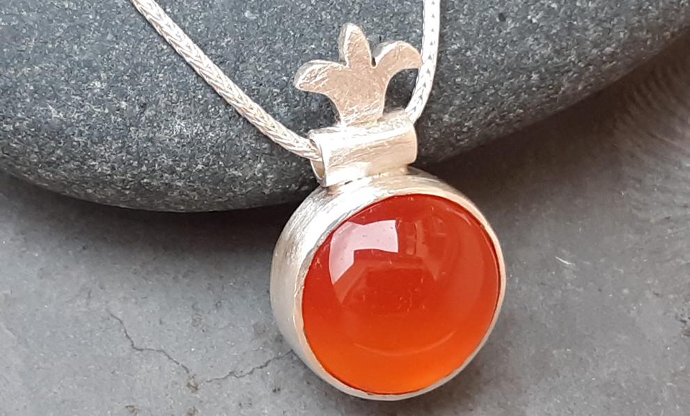 Silberschmuck: Silberanhänger mit Carneol